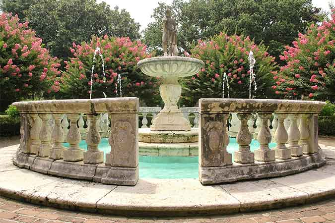 near elizabethan gardens